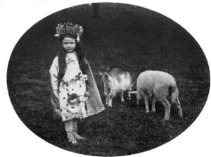 Marguerite Yourcenar enfant enfant dans le parc familial